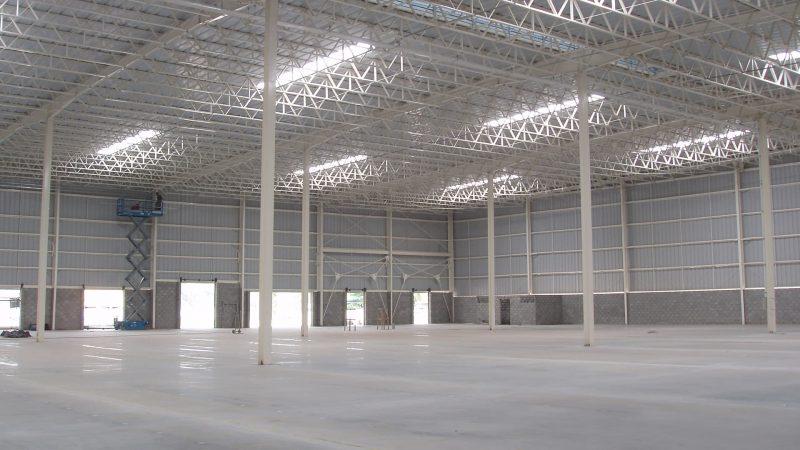 Centro de distribuição do Caçula – Galpão com 10.000m². Atividades: Elaboração do projeto de arquitetura e coordenação dos projetos complementares além da direção e gerenciamento da obra.